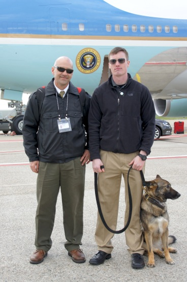 Me, in front of Air Force One with a military handler and his MWD